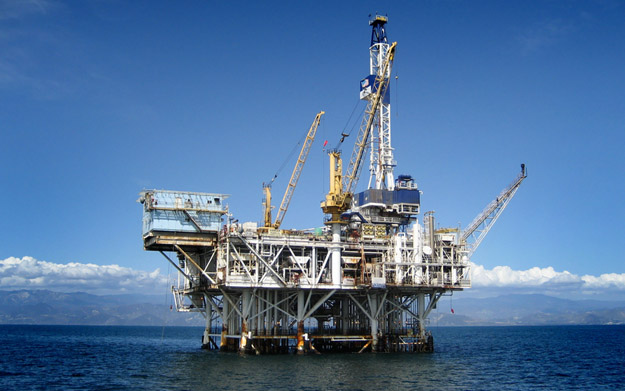 offshore-oil-rig_100171876_s